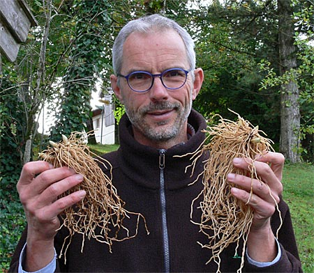 Michael Weinert and extra large rhizomes from his 'Frosch' nursery